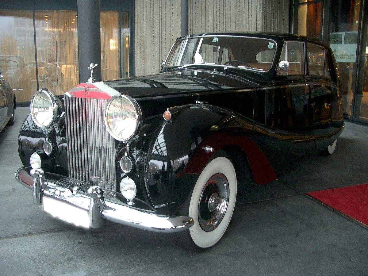 Rolls-Royce_Silver_Wraith_1955